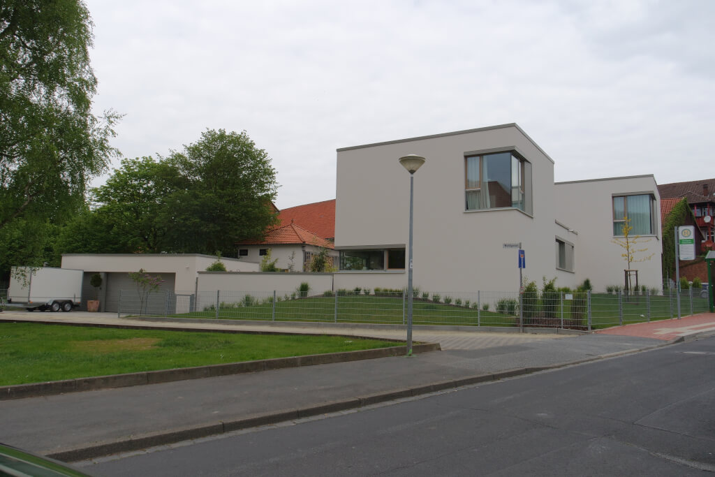 Moderne stadtvilla mit flachdach in hardegsen busch for Moderne flachdachvilla
