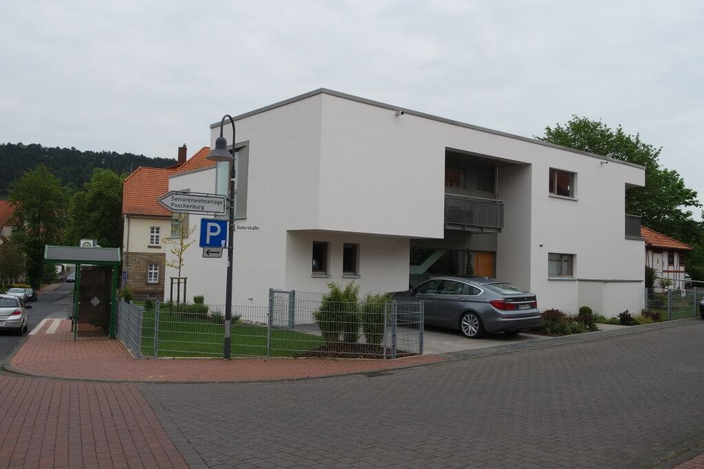 Moderne stadtvilla mit flachdach in hardegsen busch for Moderne stadtvilla mit doppelgarage