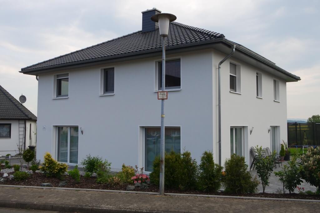 Geradliniges Einfamilienhaus in vollgeschossiger Bauweise in Seulingen