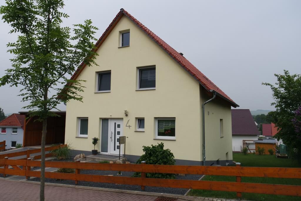 Unterkellertes Einfamilienhaus mit Carport in Moringen