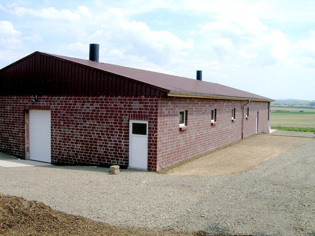 Schweinemaststall mit verblendeter Fassade